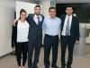Segundo puesto: los hermanos Vargas Schebesta y Álex Vidal, jefe de la Oficina de Emprendimiento (segundo de la derecha).