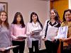 El equipo ganador con la profesora Bertha Díaz (derecha).