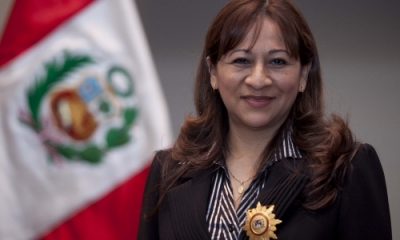 Gaby Villanueva Carranza (Contabilidad) con la condecoración de la Orden José Gregorio Paz Soldán.