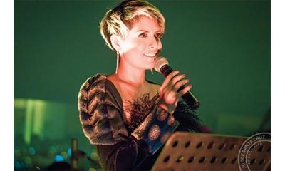 Martha Galdos (Comunicación) es cantante y profesional del doblaje y la locución.