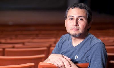 Christian Villegas (Comunicación) se dedica a la actuación, dirección y producción teatral.
