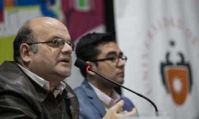 Camilo Fernández Cozman (izquierda) en la presentación de su libro en la FIL Lima 2016.