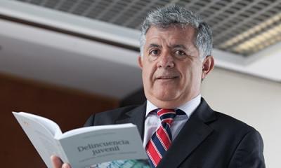 Jorge Valencia Corominas, profesor de Derecho e investigador del IDIC, ha publicado un libro sobre delincuencia juvenil que pueden aprovechar diversos profesionales.