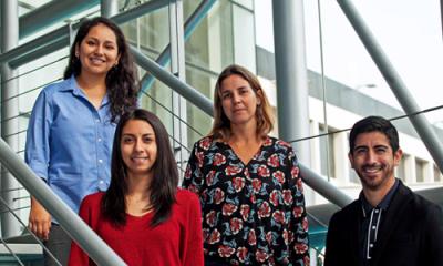 El equipo de alumnos y la profesora María Fe Miranda (centro).