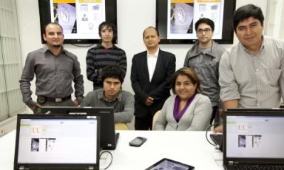 El profesor Reiner Solís Villanueva (centro) y miembros de IT Lab y de la Dirección de Sistemas.