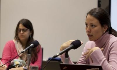 Daniella Saettone (derecha).