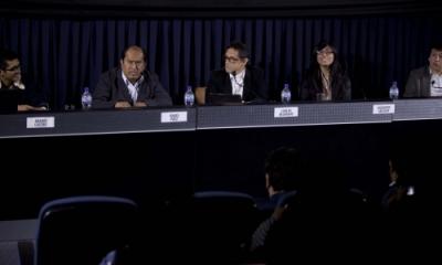 Aramís Castro, Ángel Páez, Carlos Bejarano (moderador), Milagros Salazar y César Soplín.