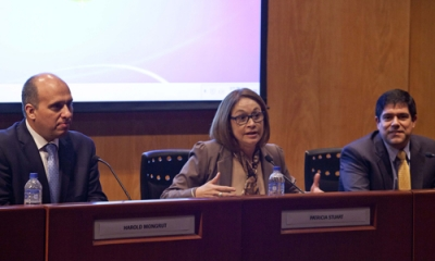 Harold Mongrut, Patricia Stuart (moderadora) y Carlos Llaque.