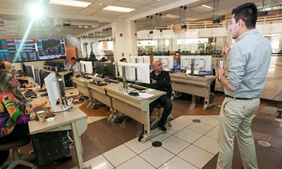 Miguel Bello en el Laboratorio de Mercado de Capitales de la Ulima.