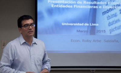 Roby Arbe (Economía) en el Taller de Incubación de la Oficina de Emprendimiento de la Ulima.