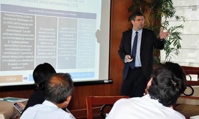 Christian Carbajal, docente de la MDE, en su exposición sobre industrias extractivas en el Desayuno Empresarial.