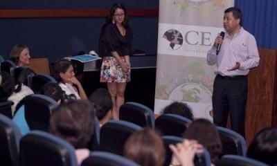 Participantes de WWF y del CEA en la Charla Verde en la Ulima.
