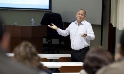Rafael Hernández Ponce (Humanitae) en su exposición sobre neuromárketing.