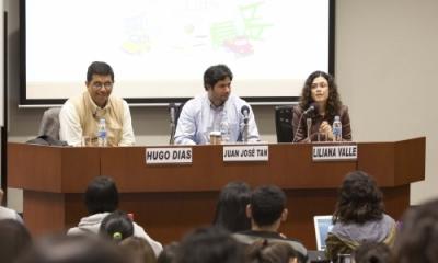 Hugo Días y Juan José Tan con Liliana Valle (moderadora) en el Jueves de Psicología.