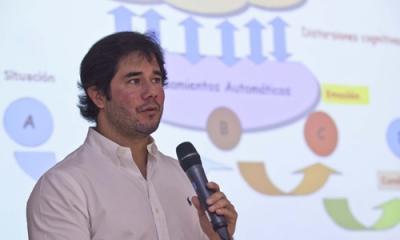 Juan José Tan Martínez en el último Jueves de Psicología del 2015-1.