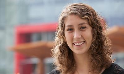 Andrea Mesones, estudiante de Psicología en la Ulima y presidenta de Tabra, asociación para enseñar surf a niños con autismo.