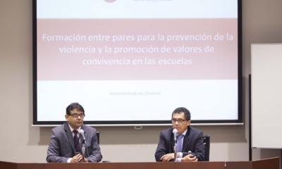 Jorge De Luise Saurré (izq.) trabaja contra el acoso escolar, y convocó al voluntariado a los universitarios.