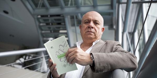 Carlos López Degregori, docente de Estudios Generales de la Ulima, presentó en Colombia una antología de sus poemas.