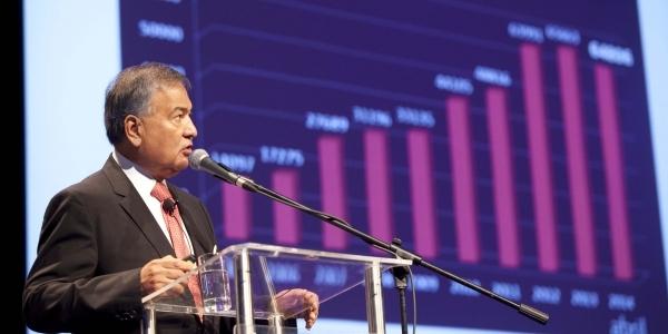 Javier Zúñiga, director de la Escuela de Negocios.
