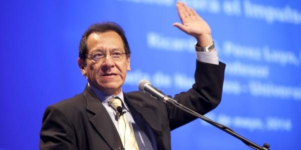 Ricardo Pérez Luyo, profesor de la Escuela de Negocios.