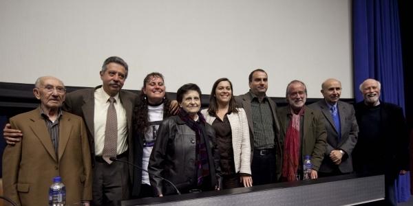 El rector con los familiares, amigos y ponentes en el homenaje.