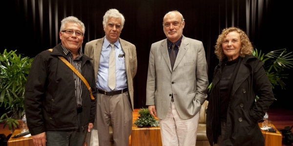 Enrique Sánchez Hernani (moderador), Alonso Cueto, Fernando Ampuero y Giovanna Pollarolo.