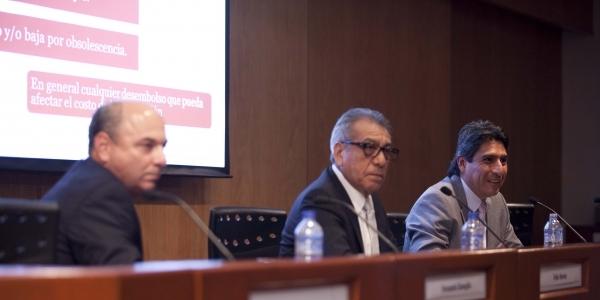 Fernando Gaveglio, Félix Horna (director de la Carrera de Contabilidad) y John Casas.