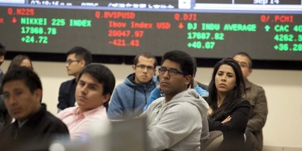 El público en el Laboratorio de Mercado de Capitales.