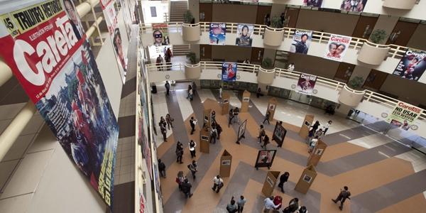 La exposición es en el Edificio V.