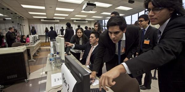 Los alumnos de la Escuela de Negocios intervinieron como asesores y operadores.