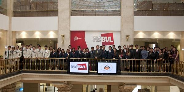 Los escolares en la Bolsa de Valores de Lima.