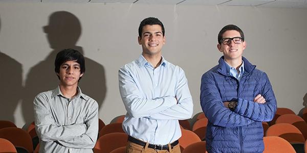 Los ganadores: Williams Azabache Sarmiento (ISIL), Sebastián Nadal de Litizia (Universidad del Pacífico) y Emilio Fantozzi Freire (Ingeniería Industrial Ulima).