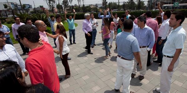 Los participantes en una dinámica con Jaime Lértora.