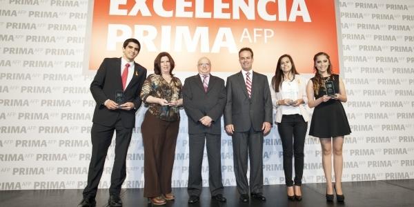 Jaime León y Renzo Ricci con los egresados de Administración.