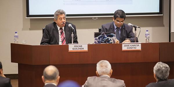 El rector Óscar Quezada y el profesor José García Contto.