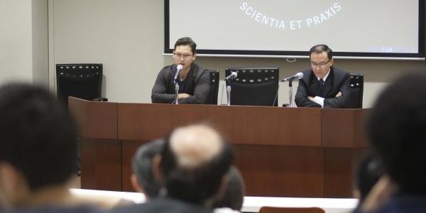 César Nieri Rojas, director del Taller de Narrativa, y Selenco Vega Jácome, director del Taller de Poesía.