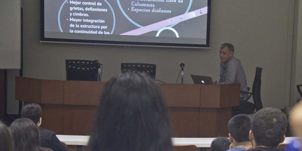 El ingeniero Gustavo Salinas, de Postensa, expuso sobre las posibilidades del postensado en  el Miércoles de Ingeniería.