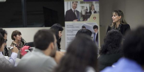 La ingeniera María Luisa Navarro expuso sobre los cambios en normas ISO en seminario del CIEC.