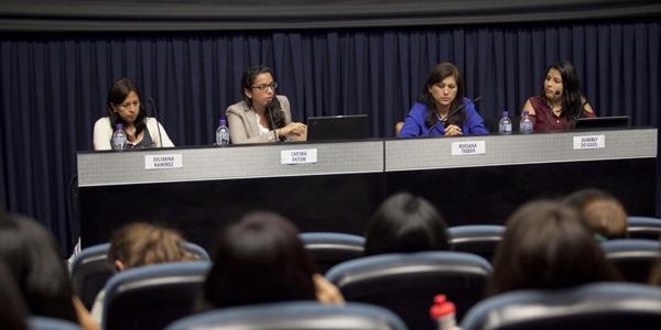 La profesora Julianna Ramírez, Cheska Patow, Rossana Taquía y Duberly Delgado.