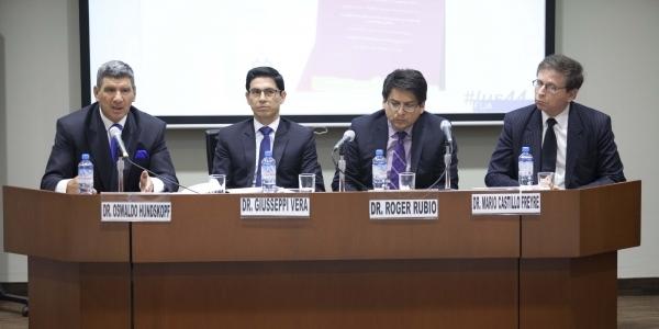 Oswaldo Hundskopf (moderador), Giusseppi Vera, Roger Rubio y Mario Castillo.