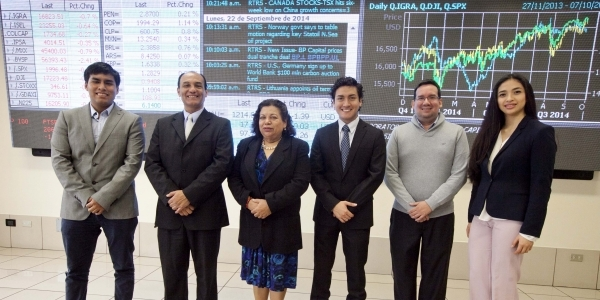 Visitantes de la UCSG de Ecuador en la Ulima, con personal del Laboratorio de Mercado de Capitales.