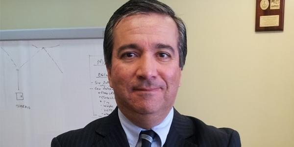 Raúl Pérez-Reyes (Economía).
