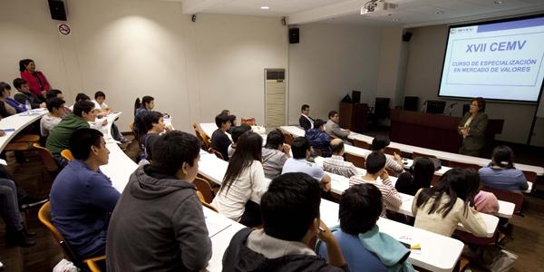 Nery Salas, de la Superintendencia del Mercado de Valores, en el Miércoles de Ingeniería.