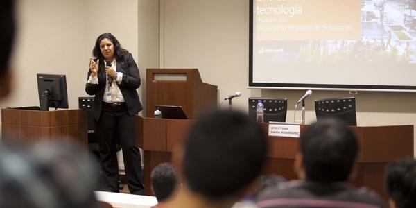 Natalie Gil (Ingeniería de Sistemas) trabaja para Microsoft Latinoamérica.