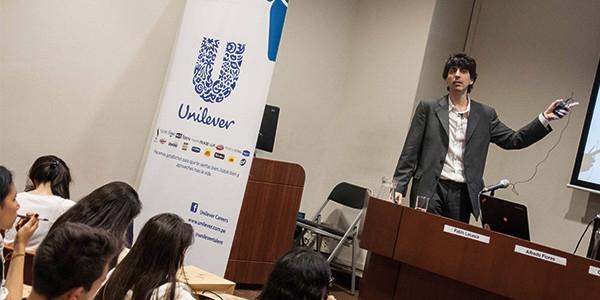 Pablo Lacasia, gerente de Sustentabilidad de Unilever para el Cono Sur, en la Ulima.