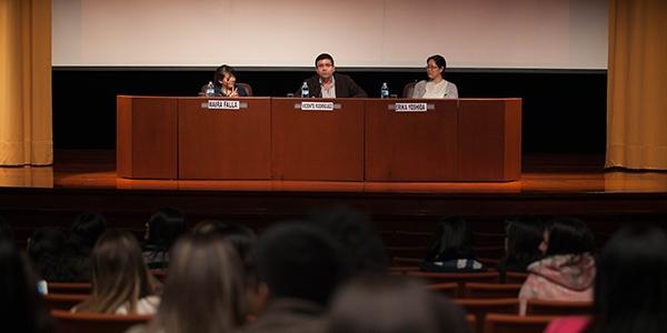 Maira Falla, Vicente Rodríguez y Érika Yoshida, profesores de Psicología.