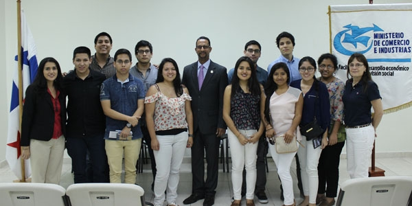 La delegación Ulima con Hardeep Bhullar (centro), Project Manager & Embassies Liaison de Proinvex Panamá.